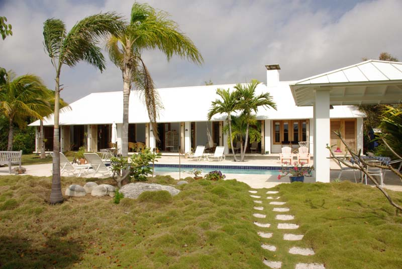 Canal front properties on Grand Bahama Island