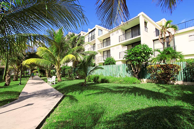 Grand bahama condo townhouse at lucayan beach west for Beach houses for rent in bahamas